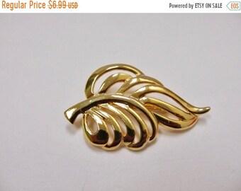 On Sale Vintage Gold Tone Leaf Pin Item K # 2416