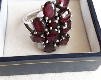 Vintage silver 925 ring with garnet stones