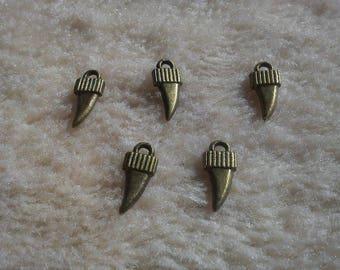 LOT 5 X charms shark teeth