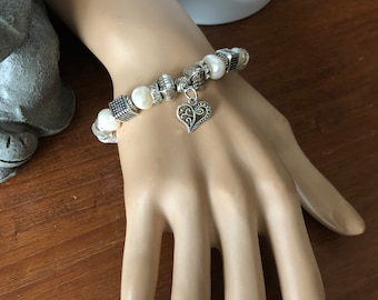Elastic bracelet silver and white beads