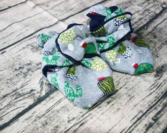 Cactus Print Baby Booties   Baby Clothes   Baby Shoes   New Baby Gift   Baby Shower Gift   Succulent   Cactus Shoes   Gender Neutral