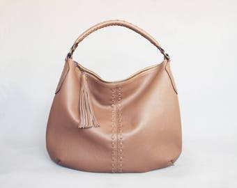 Leather hobo bag. Large leather hobo. Beige leather bag. Beige leather hobo. Large leather handbag. Large leather hobo. Leather lacing hobo.