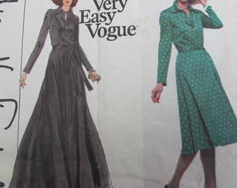 """Long flowing dress, fitted bodice, with pointed collar and front buttons. Vogue 1730 Size 10 (32 1/2"""" bust)"""