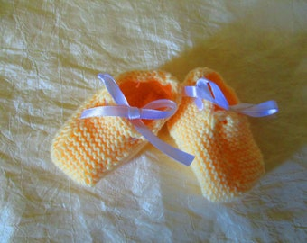 Baby booties in cotton