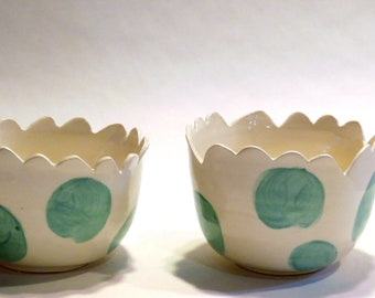 Ceramic Scalloped Edge Ice Cream Bowls with Turquoise Dots