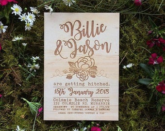 Wood wedding invitation - Timber wedding invitation - Floral Design - Pack of 10