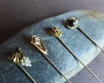 Vintage épingles épingles à chapeau ensemble de quatre petits d'argent perle gemme rouge doré délicat