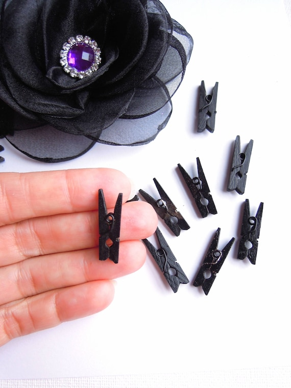 20 Black mini wooden pegs 25mm - Small black memo clips - Black clothespins - Little black wood pegs Halloween bunting, garland pegs.
