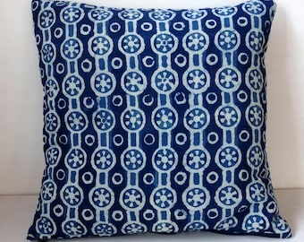 Square decorative pillow, cotton block print indigo and white, double fleece 3