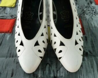 Cute 80s vintage white shoes UK 6