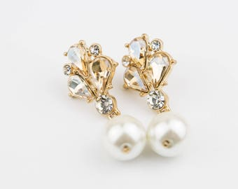 vintage style earrings Fuax pearl & rhinestones