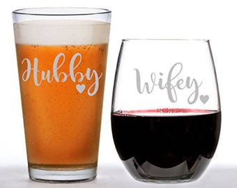 Hubby and Wifey Glass Set, Personalized  Glasses, Engraved Wine Glass, Engraved Beer Mug, hubby, Dad Gift, wifey, Mom Gift