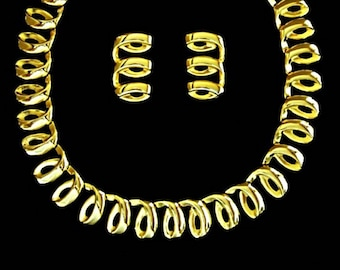 Vintage Light Weight Chunky Gold Necklace Scalloped Necklace Gold Chain Necklace Loop to Loop Collar Necklace Gold Choker Gifts for Her