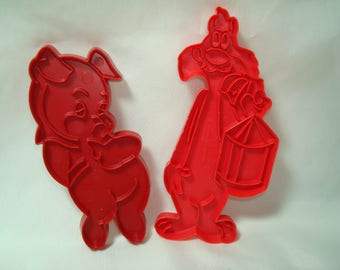 1970s Vintage Warner Brothers Porky Pig and Sylvester the Cat Cookie Cutters.