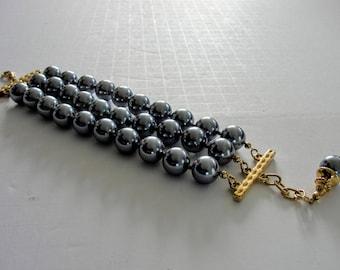 Fabulous Joan Rivers Bracelet Large Gray Imitation Pearl Beads Triple Strand Knotted Classic
