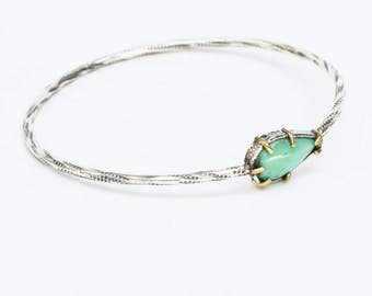 Dainty turquoise bangle bracelet in textured silver/TP
