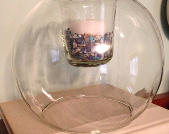 Round clear glass candleholder with crushed shell