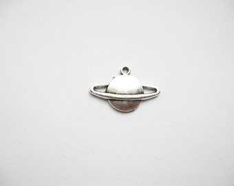 10 Saturn Planet Charms in Silver Tone - C343