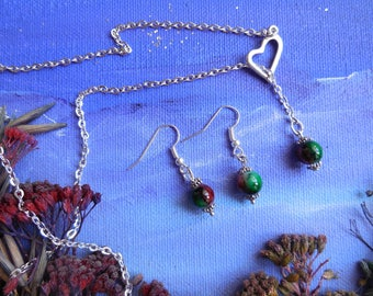 Set of necklace and earrings with marbled beads
