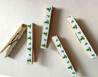 Christmas Holly Pegs - Stationery Pegs - Christmas Clothespin - Decorated Clothespins - Card Holder