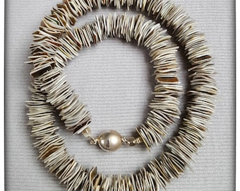 Lipped necklace
