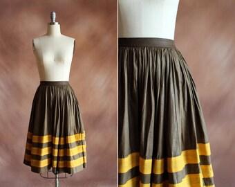 années 1950 marron et moutarde rayé coton jupe pleine taille haute / taille xs