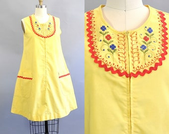 Vintage 1960s Yellow Floral Embroidered Sleeveless House Dress. 1960s Floral Embroidered Yellow Trapeze Dress. Vintage Cotton House Dress