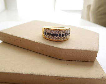Vintage Clear Black Rhinestone Yellow Gold Tone Cocktail Band Ring Size 8.5 D31