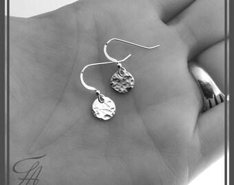 Silver Dangle Drop Earrings, Minimalist Earrings, Silver Earrings, Silver Dangle Small, Round Earrings, Disc Earrings, Silver Jewelry