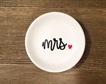 Personalized Ring Dish, Jewelry Dish, Desk Dish. Mrs. Dish. Teacher Dish. Engagement Gift. Engagement Ring. Bobby pin Tray. Paper Clip Tray.