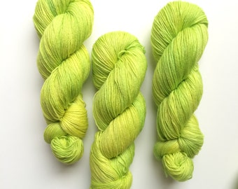 Hand dyed yarn DK weight superwash BFL 100g. in Runner, BFL is a British breed.
