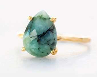 Green Raw Emerald Ring Gold, May Birthstone Ring, Gemstone Ring, Clothing Gift, Stacking Ring, Tear Drop Ring, Prong Ring, Christmas Gift