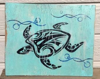 Honu-Turtle in water