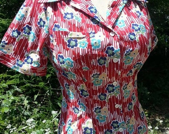 Lightweight cotton red floral 1940s blouse with NOS 40s buttons S