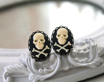 Pirate skull and bones  earrings  in black and ivory gothic Halloween