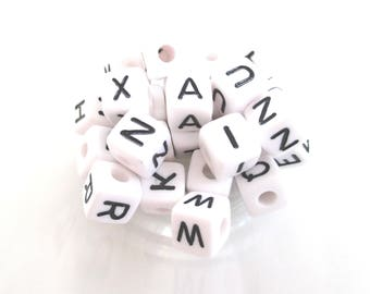 Alphabet bead acrylic 10 * 10mm