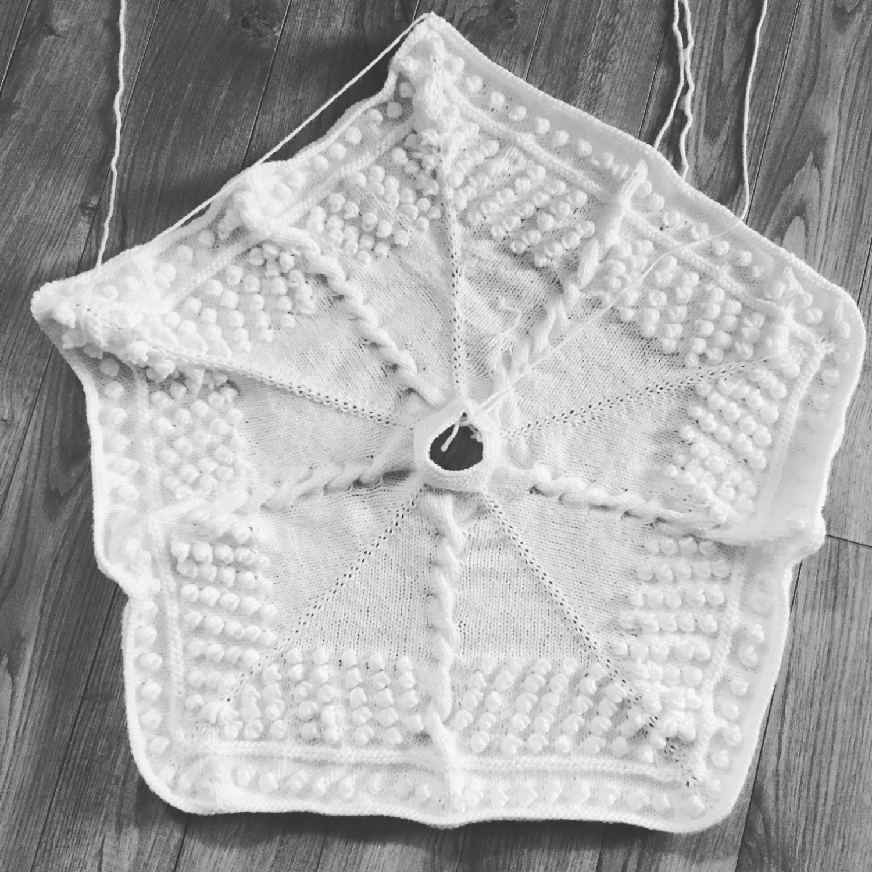Beautiful Tree Skirt Knitting Pattern Vignette - Sewing Pattern for ...