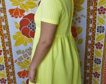 Vintage 1970s Pastel Yellow Short Sleeve Maxi Dress