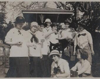 Original Vintage Photograph Snapshot Young Women Friends 1910s-20s
