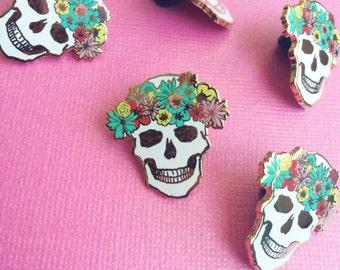 skull pin hard enamel brooch lapel pin for her cute valentine flair dia de los muertos pin cloisonné gold metal white skull pink teal