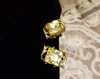 Vintage Confetti Lucite Clip On Earrings