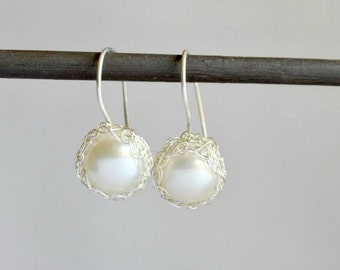 Pearl dangle earrings, crochet silver earrings, pearl bridal jewelry, wedding earrings