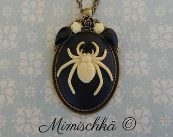 Necklace cameo spide