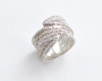 EAGLE TEXTURED RING