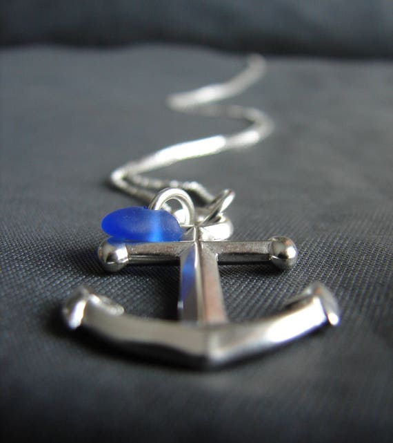 Mooring sea glass necklace in cobalt blue
