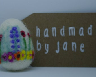 Needle felted decorated eggs