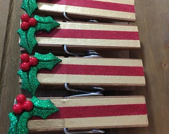 CHRISTMAS HOLLY CLOTHESPINS christmas holiday decorative clothespins cute chip clips teachers desk office supplies desk organization clips