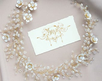 Bridal hair vine piece Vine bridal gold wreath Bridal crystal vine gold Wedding hair piece vine Flower bridal vine Bridal boho pearl vine