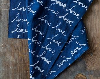 AMOUR à la main teinté et tissu à motifs