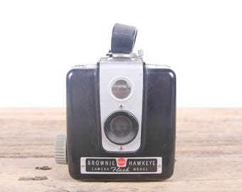 Kodak Brownie Hawkeye Camera / Antique Camera / Old Camera / Kodak Camera / Camera Prop / Camera Decor / Vintage Camera / Old Film Camera